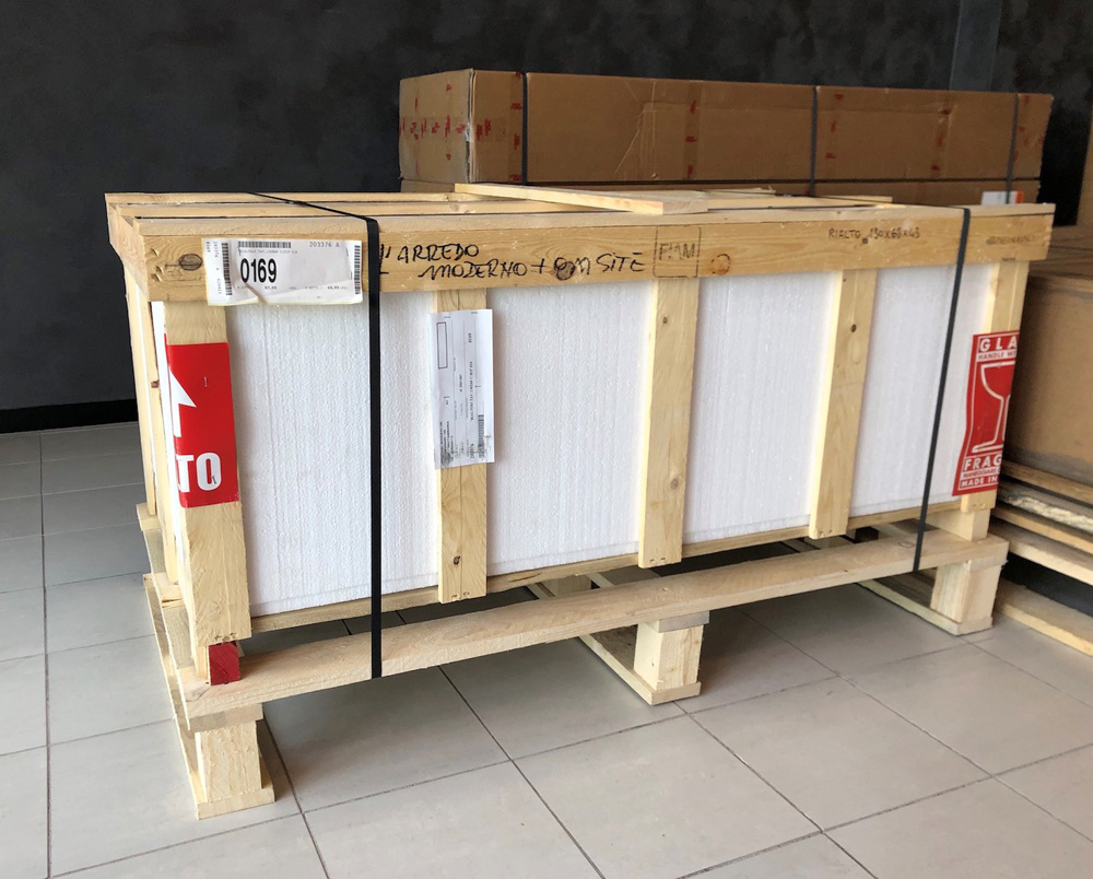 verpackung-möbel-arredaremoderno-ware-karton-palette