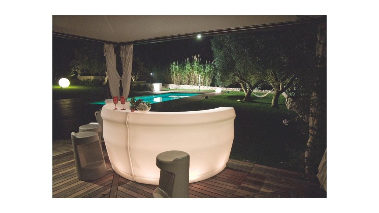 pemba beleuchtete bar theke modum arredare moderno. Black Bedroom Furniture Sets. Home Design Ideas