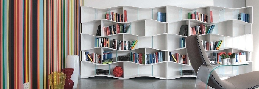 Bücherregale und Regale
