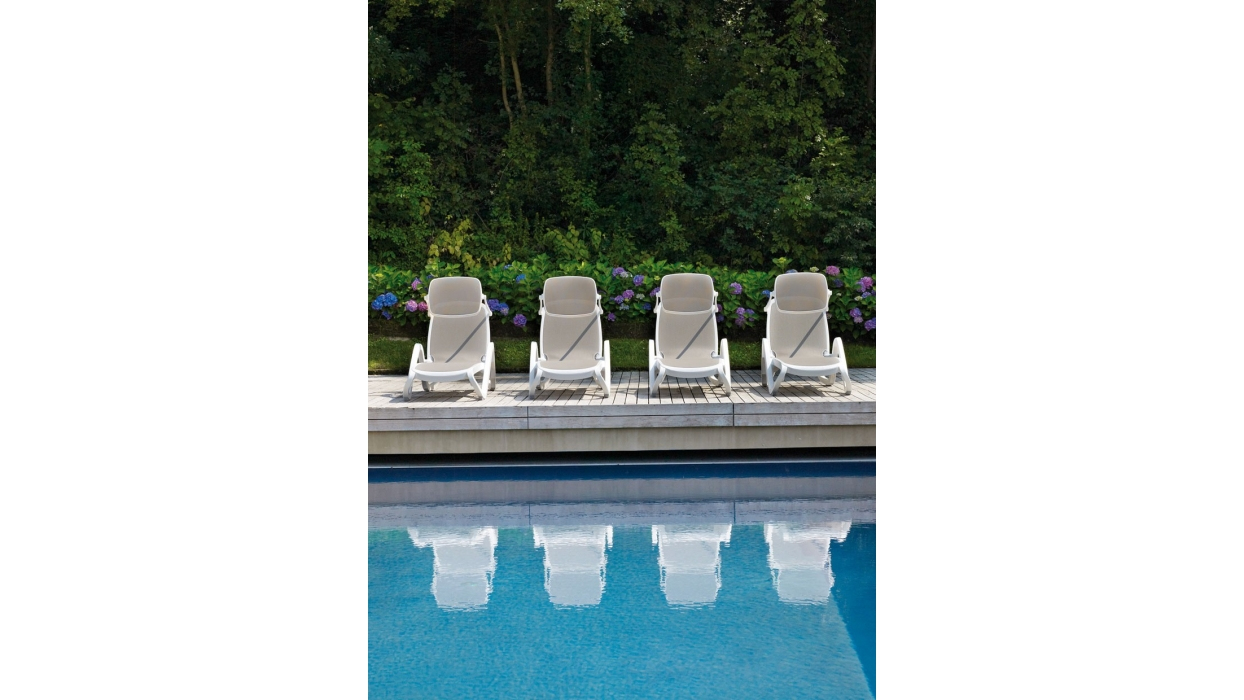 Alfa pool garden lounger nardi arredare moderno for Garden pool loungers