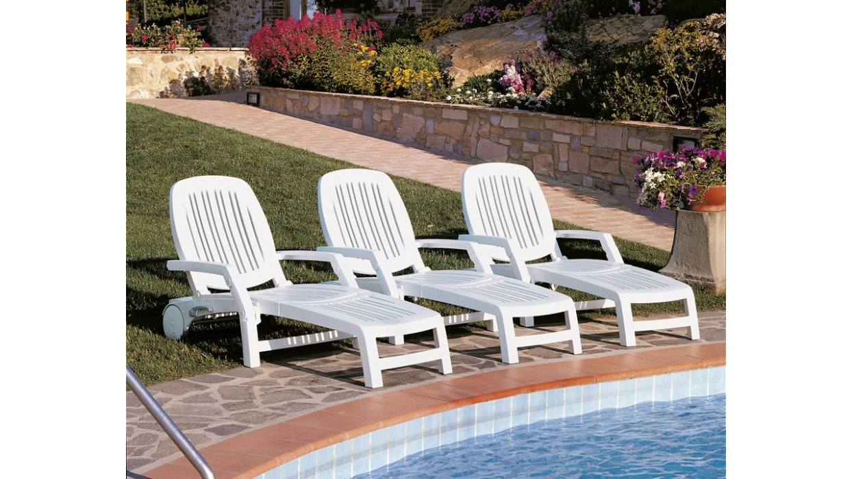 Pool garden lounger nardi model vulcano arredare moderno for Garden pool loungers