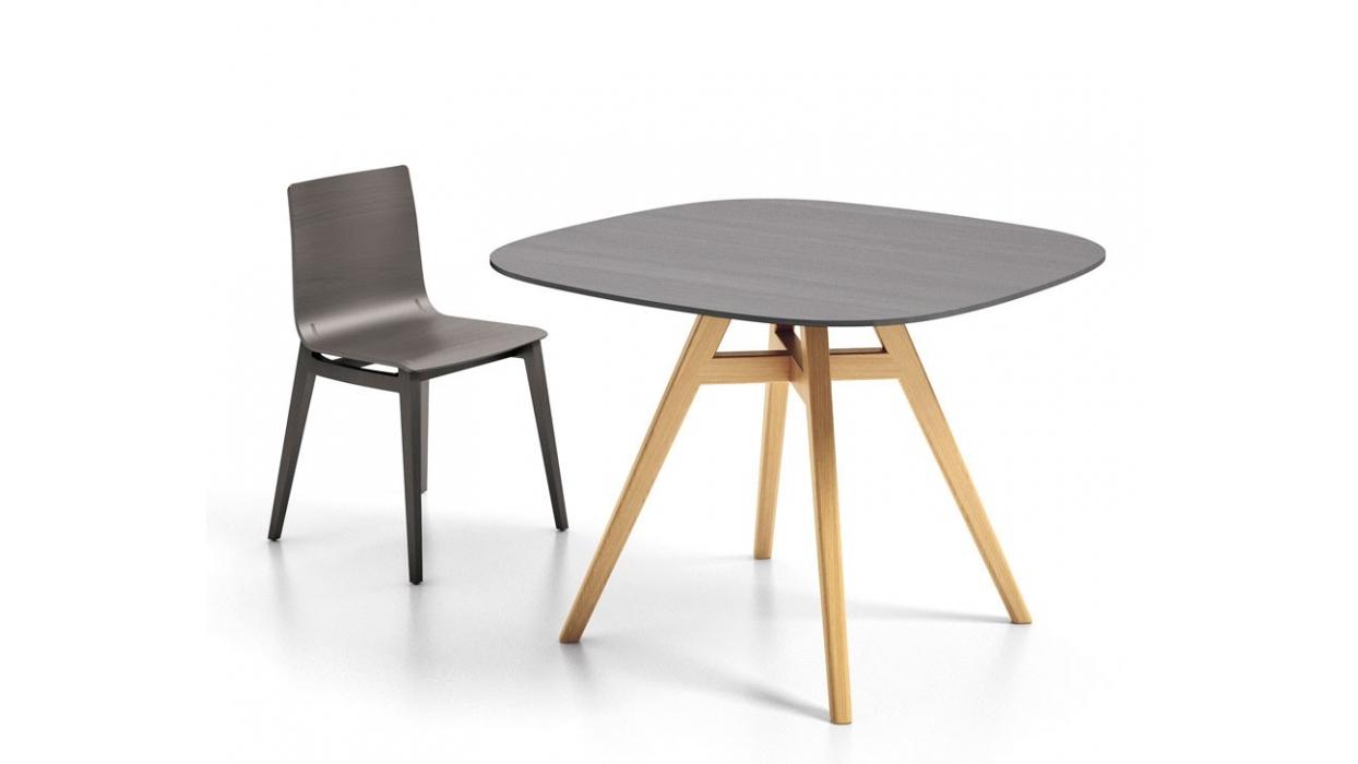 Emma table 140 x 140 infiniti design arredare moderno for Table 140 x 80 design