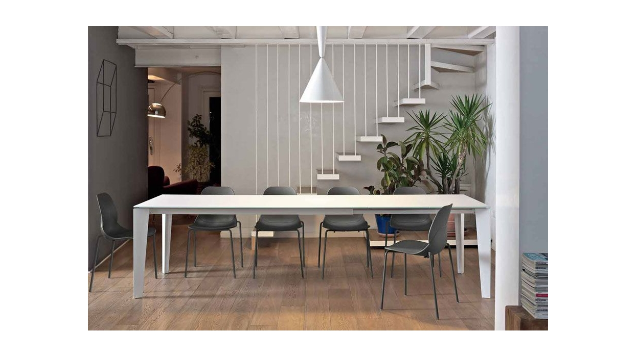 Cruz bontempi table with lacquered steel frame