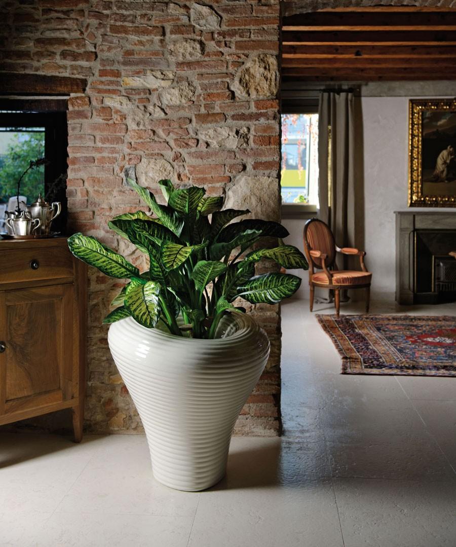 Vasi da esterno moderni cool balcone fiorito with vasi da for Vasi resina economici