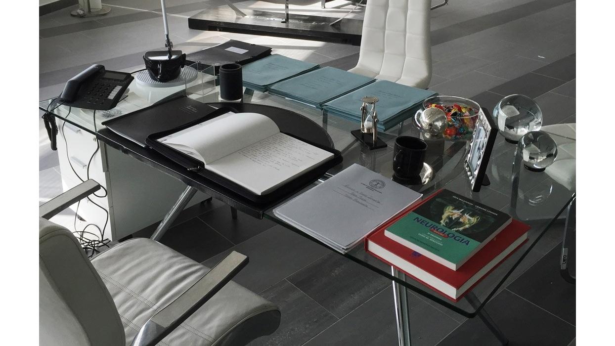 Tavolo scab design modello metropolis piano vetro for Piani moderni in vetro
