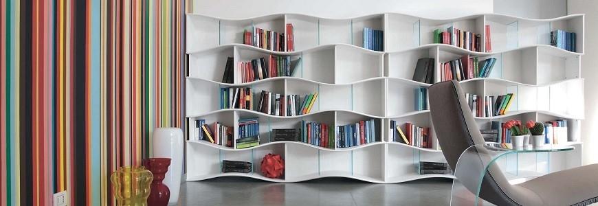 Libreria a muro grande in legno sospesa angolare e for Mensole libreria